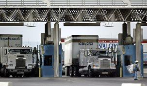 Kamioni u koloni na granici