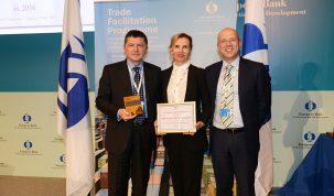1-Ivan Gerovac (PBZ), Jadranka Primorac (PBZ) i Nick Tesseyman (EBRD) -TFP Award 2016
