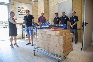 1-Prvi kupac Josip Abičić i menadžerica logistike robne kuće IKEA Zagreb, Suzana Rumbak Baretić