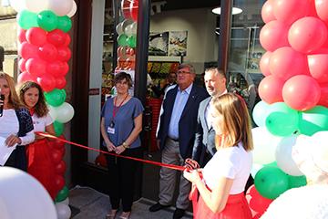 1-Gorana Ukalović, voditeljica SPAR supermarketa Riva Boduli, Vojko Obersnel, gradonačelnik Grada Rijeke i Helmut Fenzl, predsjednik Uprave SPAR Hrvatska na otvorenju SPAR-a