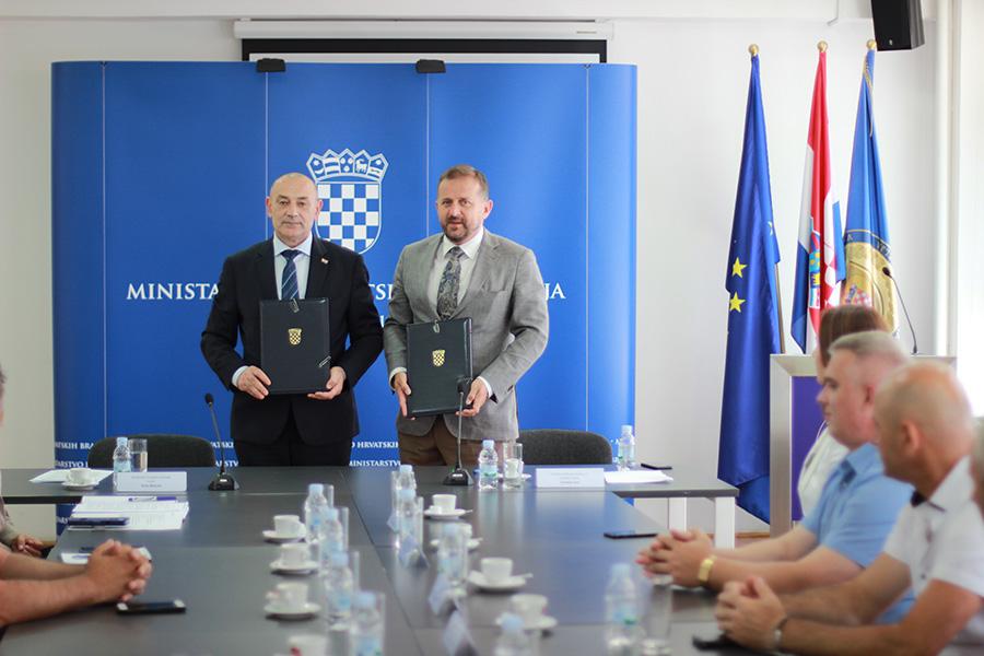 1-Ministar Tomo Medved i predsjednik Uprave HPB-a Tomislav Vuić